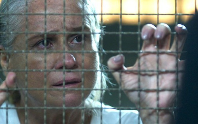 Magnólia (Vera Holtz) escapará da prisão no capítulo desta sexta-feira (24) de A Lei do Amor - Fotos Reprodução/TV Globo