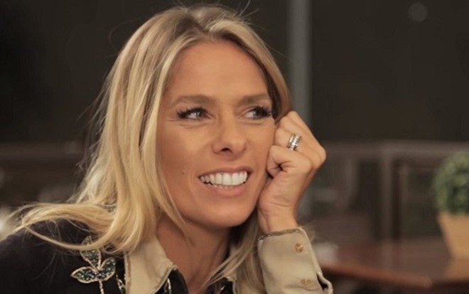 Adriane Galisteu em entrevista a Rafinha Bastos publicada no canal do humorista no YouTube - Reprodução