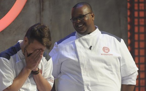 Vitor Bourguignon e Estefano Zaquini na final do MasterChef - A Revanche