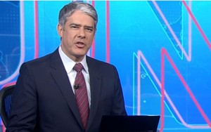 William Bonner na bancada do Jornal Nacional