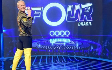 Xuxa Meneghel no palco do reality show The Four Brasil, da Record