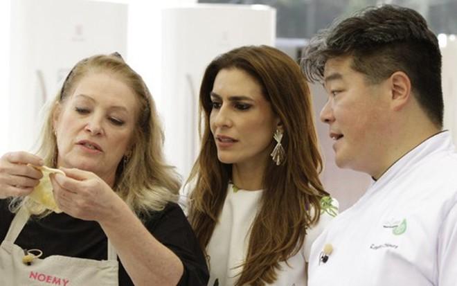 A participante Noemy com Ticiana Villas Boas e Rogério Shimura no Bake Off - Gabriel Gabe/SBT