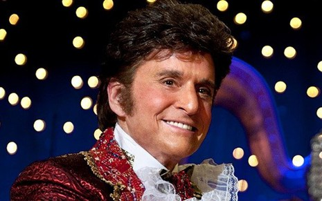 Michael Douglas na pele do pianista Liberace no telefilme Behind the Candelabra - Divulgação/HBO