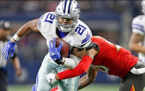 Ezekiel Elliott, do Dallas Cowboys, em jogo da NFL exibido pela NBC no último domingo (18) - James D. Smith/Dallas Cowboys