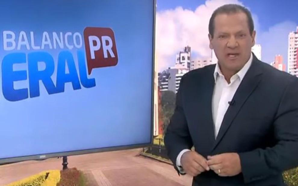 Gilberto Ribeiro no comando do Balanço Geral Curitiba, na sexta (26); apresentador foi demitido, mas emissora voltou atrás - REPRODUÇÃO/RECORD