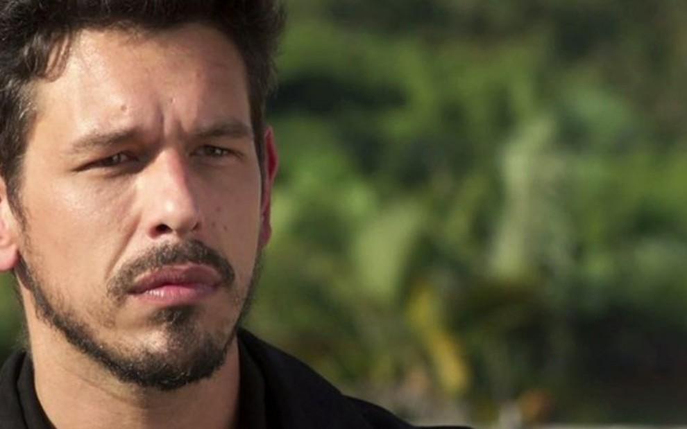 Alain (João Vicente de Castro) em cena da nova novela  diretor ficará  perturbado 60fed12e50