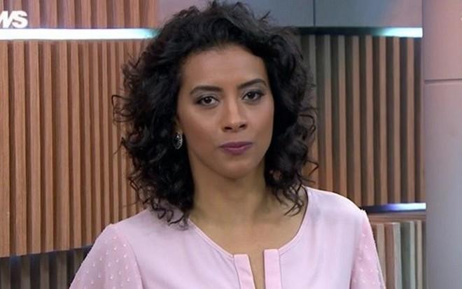 A jornalista Aline Midlej no Edição das Dez de sexta (25), telejornal que ela apresenta em SP - Reprodução/GloboNews
