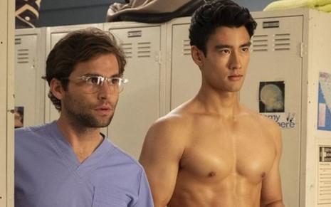 779a7ac0337cd Os atores Jake Borelli e Alex Landi na 15ª temporada de Grey s Anatomy   primeiro casal