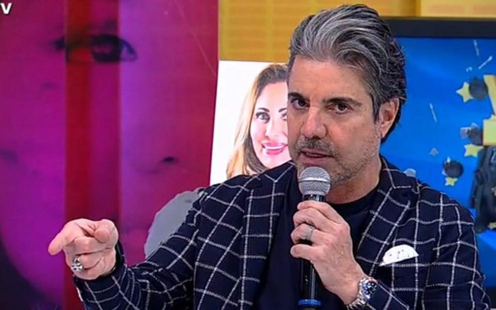 João Kleber no comando do Você na TV; apresentador da RedeTV! foi submetido a uma cirurgia no coração - REPRODUÇÃO/REDETV!