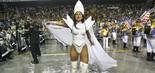 Lívia Andrade surgiu morena no desfile da Império de Casa Verde na madrugada de sábado (2) em São Paulo (Leo Franco/Agnews)