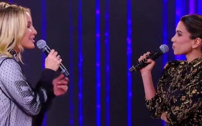 Claudia Leitte (à esq.) canta Lua de Cristal e causa desconforto em Patricia Abravanel - Reprodução/SBT