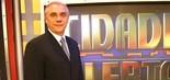 A primeira passagem de Marcelo Rezende na Record ocorreu entre 2004 e 2005. Ele chegou para acabar com o rodízio de apresentadores do policialesco após a saída de José Luiz Datena, em 2003