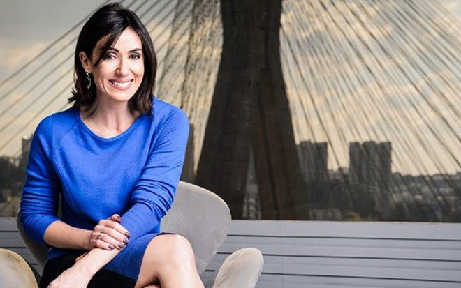 A jornalista Michelle Barros no estúdio do SPTV; ela cobre férias de César Tralli - Fotos Ramon Vasconcelos/TV Globo