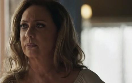 Nádia (Eliane Giaridni) será pressionada pelo filho para se acertar de vez com juíza na trama - Fotos: Reprodução/TV Globo
