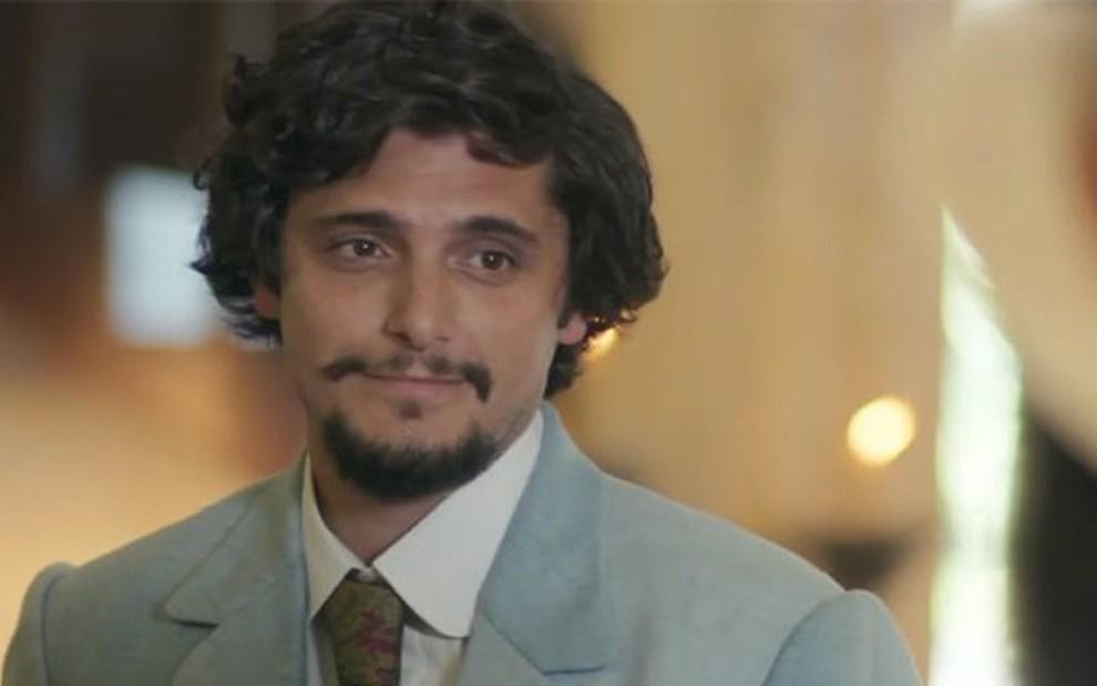 Uirapuru (Bruno Gissoni) vai enganar Mariana (Chandelly Braz) com seu discurso de poeta - Reprodução/TV Globo