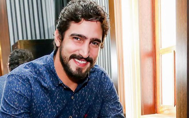 Renato Góes confirma climão com diretor e acerta volta ao ...