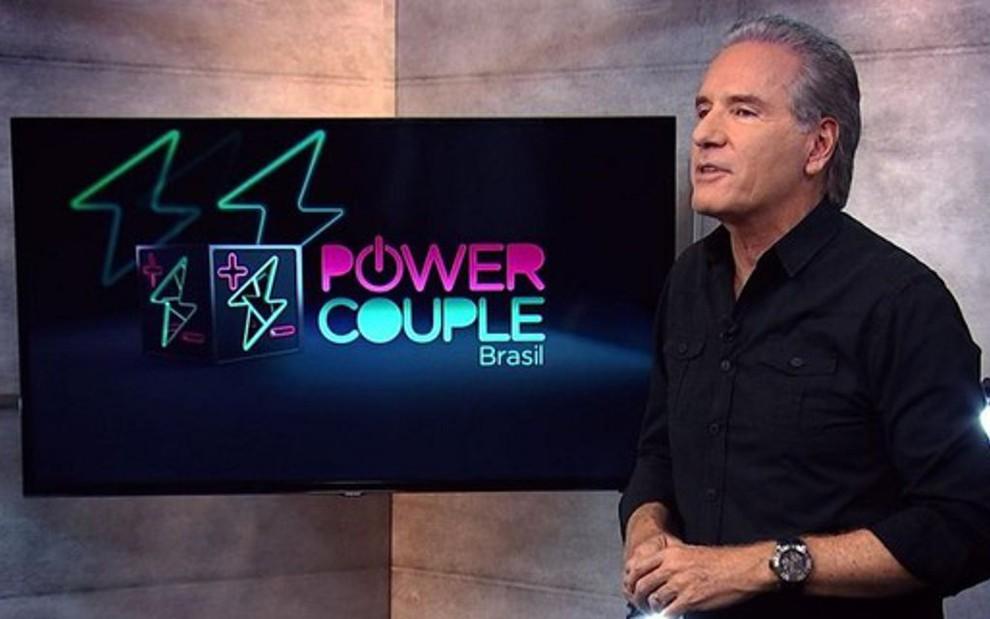 Roberto Justus comandou duas temporadas do Power Couple Brasil; Gugu Liberato é o novo apresentador - REPRODUÇÃO/RECORD TV