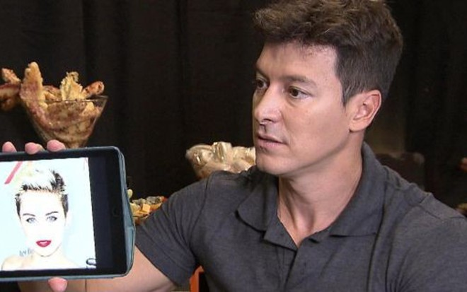 Rodrigo Faro em gravação do programa exibido no último domingo: renovação com a Record - Divulgação/RecordTV