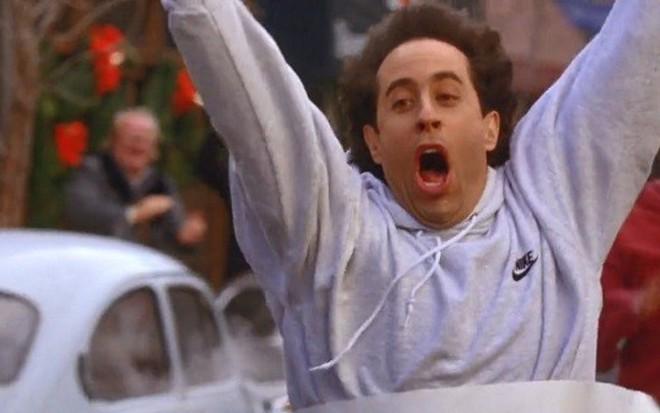 O comediante Jerry Seinfeld na série Seinfeld; volta à TV paga é com áudio original e legendas - Reprodução/NBC