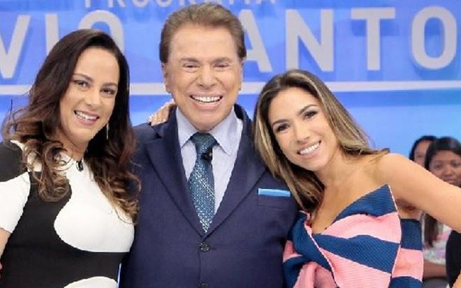 Silvia Abravanel, Silvio Santos e Patricia posam para foto durante gravação no SBT - Lourival Ribeiro/SBT