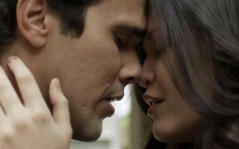 Vicente (Bruno Ferrari) e Maria Vitória (Vitória Strada) em cena de Tempo de Amar, da Globo  - Reprodução/TV Globo