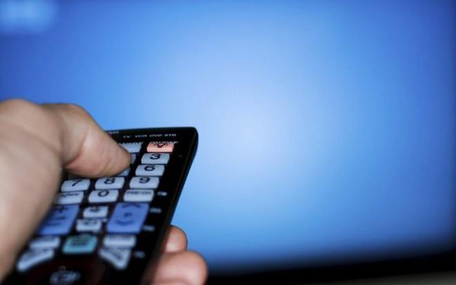 Controle remoto: com a crise, cada vez mais brasileiros estão abrindo mão da TV paga - Divulgação