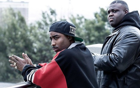 Marcc Rose (à esq.) e Wavyy Jonez na série Unsolved, sobre as mortes de Tupac e Notorious B.I.G. - Fotos: Divulgação/USA Network