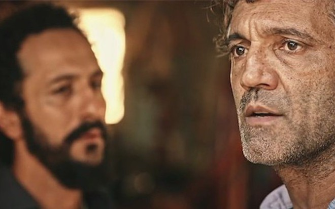 Irandhir Santos (Bento) e Domingos Montagner (Santo) em cena de Velho Chico, da Globo - Reprodução/TV Globo