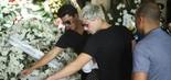Os filhos do apresentador, Wagner Montes Filho e Diego Montez, no velório (foto: Daniel Pinheiro/AgNews)