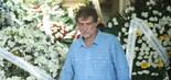 O ator Giuseppe Oristanio no velório do apresentador Wagner Montes (foto: Daniel Pinheiro/AgNews)