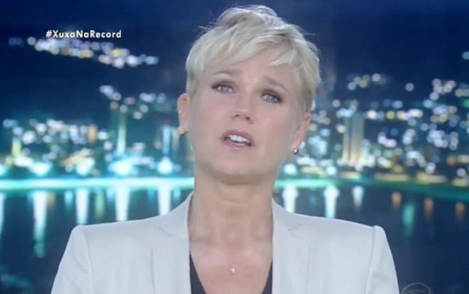 Xuxa Meneghel em seu programa na Record; atração corre risco de continuar sendo gravada - Reprodução/TV Record