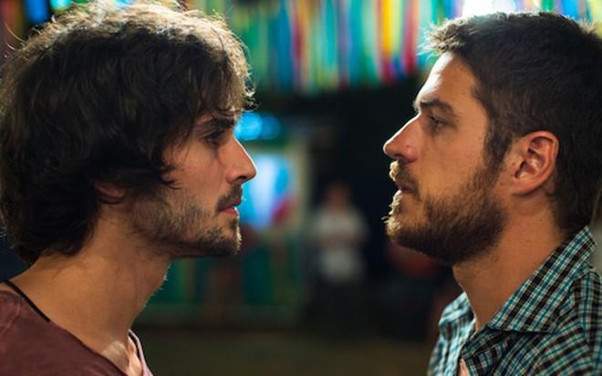Fiuk (Ruy) e Marco Pigossi (Zeca) em A Força do Querer; rivais terão revelação de índio - Estevam Avellar/TV Globo