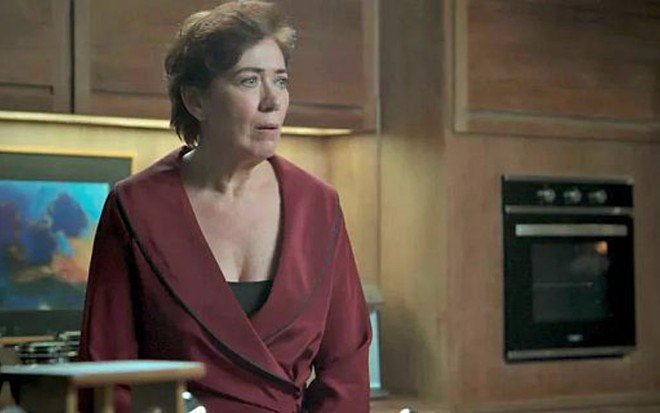 Lilia Cabral (Silvana) em  A Força do Querer; arquiteta confessará que estava em mesa de jogo - Reprodução/TV Globo