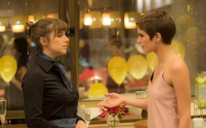 Alice Wegmann (Isabela) e Isabella Santoni (Letícia) em  cena de A Lei do Amor - Raphael Dias/TV Globo