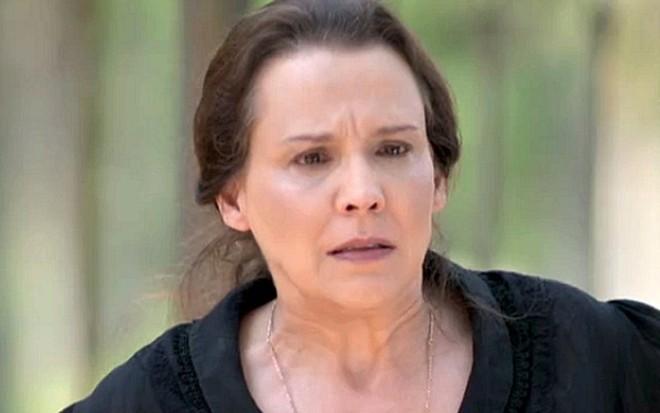 6c72bc28fc9a5 Emília (Ana Beatriz Nogueira) terá relação conturbada com a mãe em Além do  Tempo