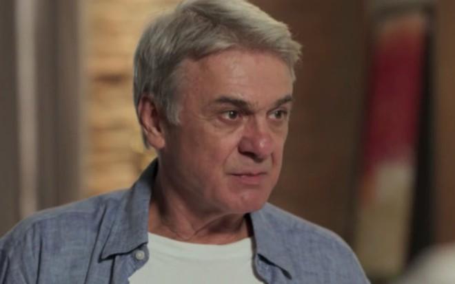 Zécarlos Machado (Queiroz) em cena de Além do Tempo, novela das seis da Globo - Reprodução/TV Globo