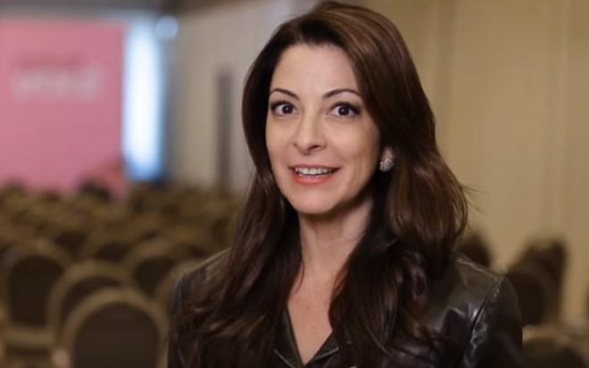 Ana Paula Padrão em um dos vídeos de seu projeto de empoderamento, Escola de Você - Reprodução/Youtube