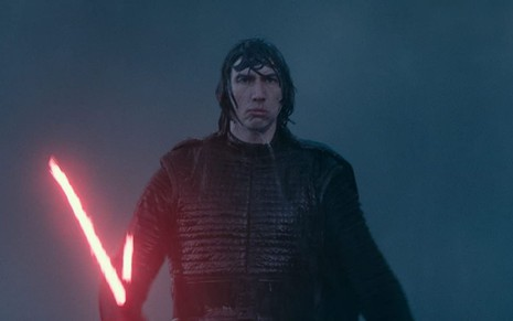 Adam Driver como Kylo Ren em cena de Star Wars: A Ascensão Skywalker (2019)