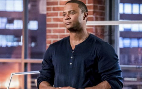 David Ramsey como John Diggle em cena de Arrow