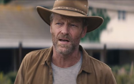 Iain Glen em cena do filme Black Beauty