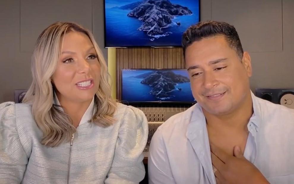 Carla Perez e Xanddy em vídeo chamada com Pedro Bial