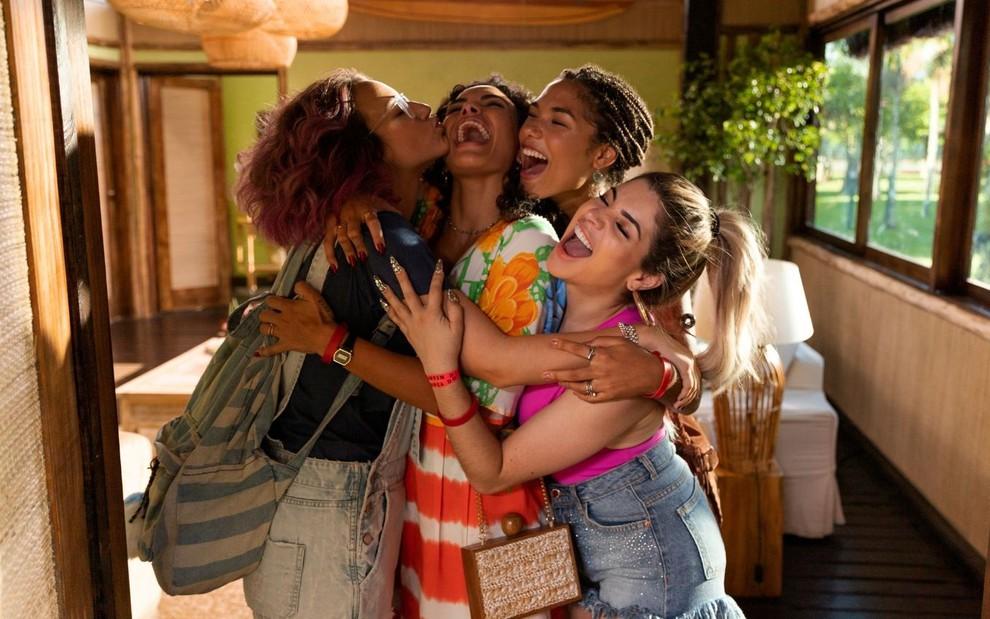 Filme da Netflix com Gkay, Carnaval tem beijo na boca e bebedeira; veja o  trailer · Notícias da TV