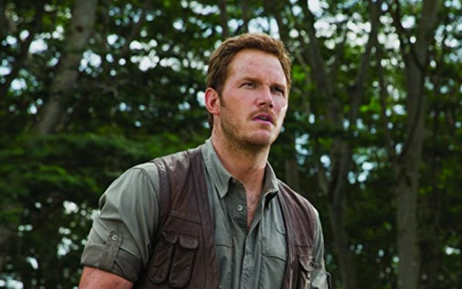 Chris Pratt em cena do filme Jurassic World: O Mundo dos Dinossauros (2015)