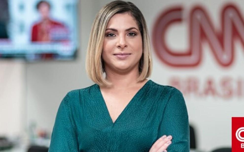 A jornalista Daniela Lima na redação da CNN Brasil