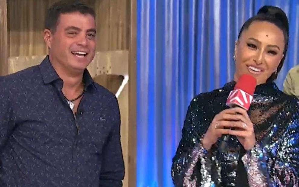 """Dhomini e Sabrina Sato se reencontram no """"Domingo Show"""". Foto: reprodução/Record"""