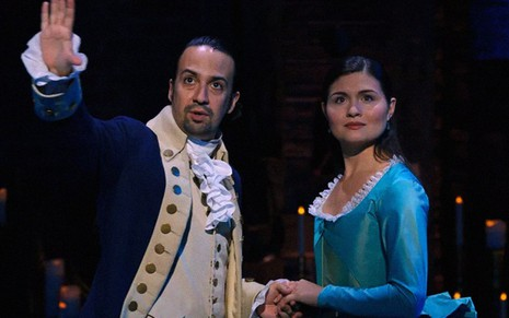 Lin-Manuel Miranda e Phillipa Soo em cena do musical Hamilton