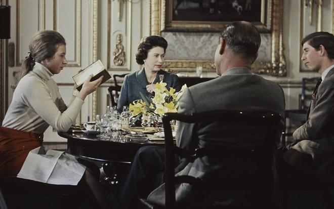 Inglaterra | O que aconteceu com o 1º reality da televisão, censurado pela rainha?