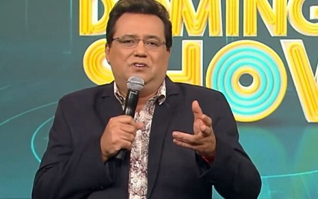 Geraldo Luís no palco do antigo Domingo Show, da Record