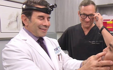Os médicos Paul Nassif e Terry Dubrow no reality Botched, do canal E!