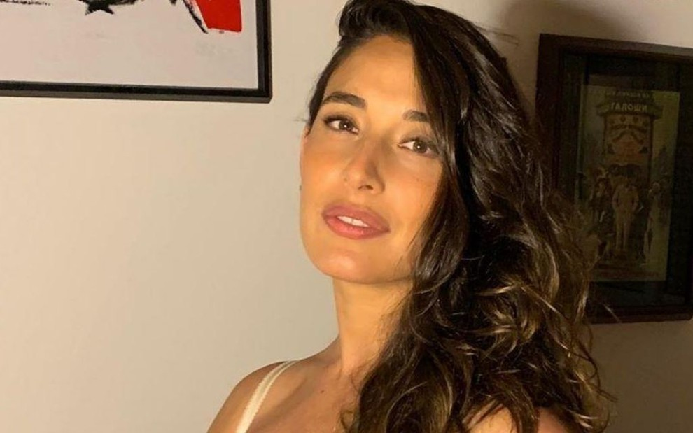 Giselle Itié protesta por ter foto denunciada: Vocês me